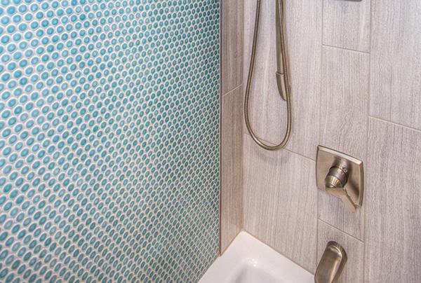 Badezimmer Fliesen richtig reinigen